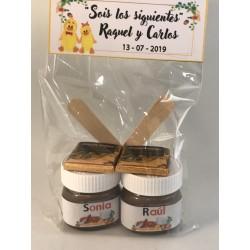 2 Mini Bote de Nutella con 2 bombones de corazón y 2 cucharilla en bolsa con etiqueta
